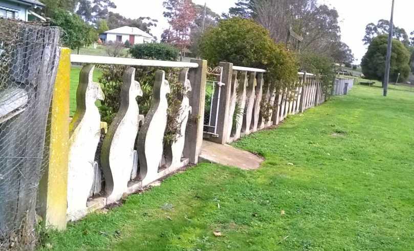 The kangaroo fence, Argyle Street